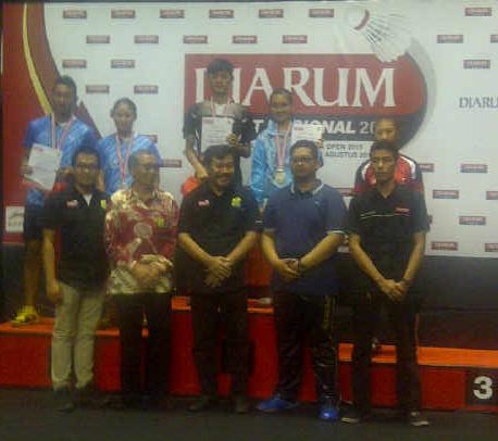 Billy Jonathan (CWIBC) ~ Mariska Vania Lieske (Tangkas) ~ Champion Mixed Doubles U19 Sirnas Yogyakarta 18-22 Agustus 2015 edit
